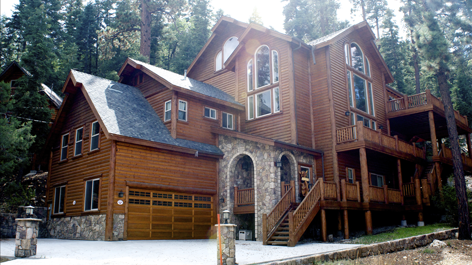 Lake tahoe nevada real estate offers something for every for Luxury lake tahoe homes for sale