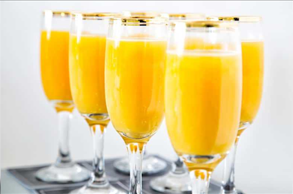 Woman loses front teeth after drinking mimosas in viral video
